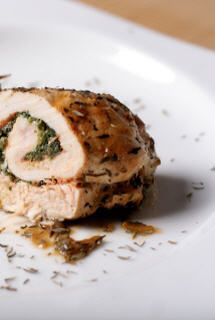 Paupiettes de veau ricotta et épinards (escalope de veau, ricotta, épinards) - Recette plat - Aujourdhui.com Lamb, Side Dishes, Pork, Meat, Poultry, Cooking Recipes, Italian Cuisine, Food, Wraps