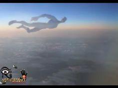 Ufo, Ovni, Humanoide volando Junto a un Avión November 2015.