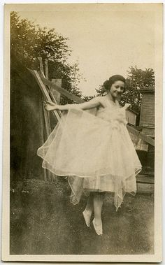 Surely every midwestern, middle class girl of the first half of the c has one of these of herself in the back yard! Antique Photos, Vintage Pictures, Old Pictures, Vintage Images, Old Photos, Girl Photos, Moda Vintage, Vintage Girls, Vintage Love