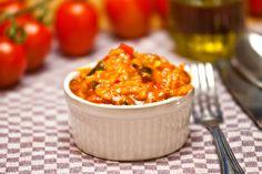 Es geht doch nichts über die richtige Beilage zum Essen. Eine davon ist der berühmte Duvec-Reis. Er ist eine Mischung aus einem klassischen Risotto und einer sämigen Tomatensauce. Duvec passt zu gegrilltem Fleisch und Fisch, kann aber auch einfach so mit frischem Brot gegessen werden, wobei das…