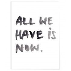 Das Poster `ALL WE HAVE IS NOW.` von PETERSEN.Größe: DIN A3, 297 x 420 mm. Offsetprint: schwarz und grau auf weiß. Ungefaltet, aufgerollt. Offsetdruck.. . .Gut zu wissen: dieses Motiv gibt es auch als Postkarten-Set...