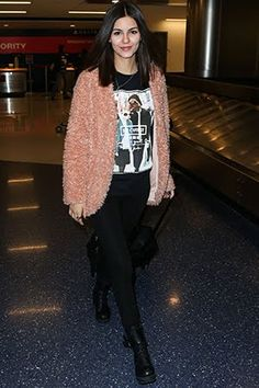 Victoria Justice just taught us all how to wear a pink furry coat and still look cool. Teen Vogue Fashion, Victoria Justice, Airport Style, Celebs, Celebrities, Look Cool, Pretty Outfits, Winter Outfits, Celebrity Style
