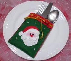 Imagen relacionada Christmas Napkin Folding, Christmas Napkins, Christmas Sewing, Christmas Art, Christmas Ornaments, Felt Decorations, Christmas Tree Decorations, Cutlery Holder, Holiday Crafts