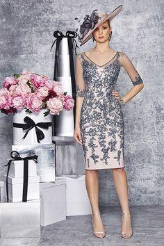 Sheath/Column V-neck Knee-length Tulle Mother of the Bride Dress