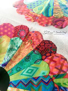 I can't believe three weeks have gone by so quickly and it is time to post about my Hand Quilting progress for the Hand QAL that Kathy is hosting over at Sewing Etc. The last time I posted I … Dresden Plate Patterns, Dresden Plate Quilts, Quilt Block Patterns, Pattern Blocks, Quilt Blocks, Star Blocks, Sarah Fielke Quilts, Hexagon Pattern, Hexagon Quilt