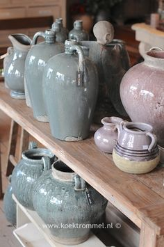 brede sortering aardewerk in fraaie tinten Porches, Crock, Vases, Collections, Jar, Decoration, Home Decor, Style, Mosaics