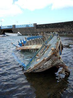¿No ves aquella barquilla en el mar dando vaivenes? así está mi corazón cuando te llamo y no vienes. @copla marinera canaria  El bonit...