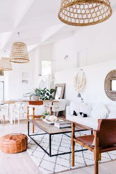 Salón con cestas en el techo. Algo muy natural y diferente - Blog decoración y Proyectos Decoración Online