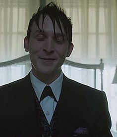 Robin Lord Taylor GIF HUNT This gif hunt contains gifs of Robin Lord Taylor. Penguin Gotham, Lord & Taylor, Chesterfield, Fnaf, Penguins, Dc Comics, Robin, Hug, Beautiful People