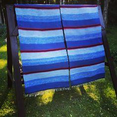 Mummun kangaspuilla kudottu räsymatto räsymatto rug trasmatta Quilts, Blanket, Rugs, Home, Farmhouse Rugs, Quilt Sets, Ad Home, Blankets, Homes