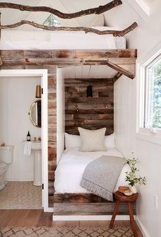 Home Interior Salas Tiny House Living, Living In A Shed, Tiny Guest House, Modern Tiny House, Living Room, Tiny Spaces, Tiny House Plans, Tiny House Design, Rustic House Design