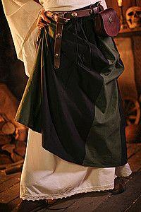 Wunderschöne mittelalterliche Röcke mit Schnürung, Stickereien oder Zipfeln. Hier finden Sie zu jeder Mittelalter-Bluse einen passenden Rock.