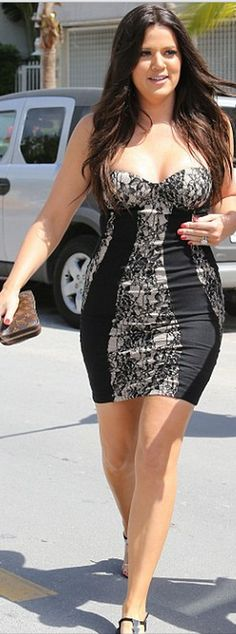 Khloe Kardashian : Wallet – Louis Vuitton    Dress – Kardashian Kollection Dorothy Perkins    Shoes – Giuseppe Zanotti