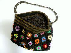 Sac crochet kaki bronze et fleurs multicolores : Sacs bandoulière par handmade-chaumont