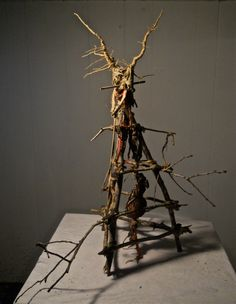 HBO-TRUE DETECTIVE. The real artist behind the art of the show: devil nets, bird traps, set design, alter-