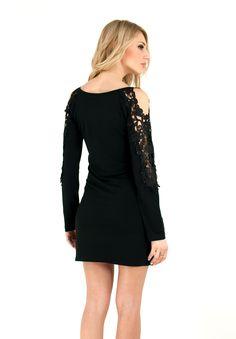 Κοντό μάυρο φόρεμα με λεπτομέρεια απο δαντέλα στα μανίκια. | ΦΟΡΕΜΑΤΑ :: ZicZac