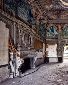 Abandoned Mansion For Sale, Old Abandoned Buildings, Abandoned Castles, Abandoned Mansions, Abandoned Places, Beautiful Ruins, Beautiful Buildings, Beautiful Places, Architecture Old