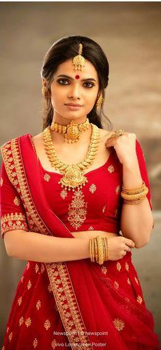 Blouse Back Neck Designs, Blouse Designs, Gym Workouts For Men, Saree Jewellery, Indian Bridal Fashion, Indian Designer Outfits, Vogue, Portraits, Half Saree