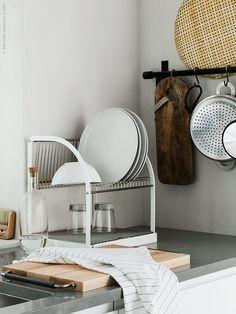 Med nya rullbordet STENSTORP får du en smidig köksö för extra arbetsyta, avlastning och förvaring. Perfekt i det lilla sommarköket!