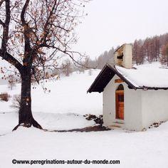 Petite chapelle dans le blanc neigeux (Sainte Anne).