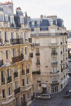 My dream is to live in an apartment in a paris like this one day.