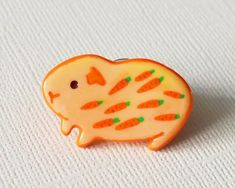 Little guinea pig pin brooch of polymer clay with hand painted. Cute Polymer Clay, Cute Clay, Fimo Clay, Polymer Clay Charms, Clay Crafts For Kids, Clay Pot Crafts, Plasticine Clay, Clay Magnets, Cute Guinea Pigs