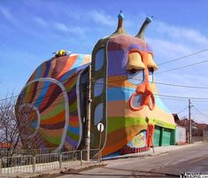 The 5 stories tall Snail House in de district of Simeonovo in de Bulgarian capital of Sofia. Famous Architectural Buildings, Unusual Buildings, Beautiful Buildings, Monuments, Nakagin Capsule Tower, Travel Store, Cultural Architecture, Public Art, Rotterdam
