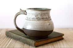 Eye-popping pottery techniques - see our site for a lot more ideas! Slab Pottery, Pottery Wheel, Pottery Mugs, Ceramic Pottery, Pottery Art, Glazed Pottery, Thrown Pottery, Pottery Ideas, Clay Mugs