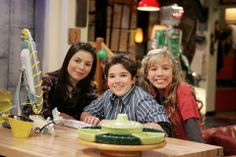 iCarly - carly, freddie, and sam.