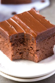 Healthy 3 ingredient flourless sweet potato brownies- so easy, simple and fudgy- no butter, no flour, no sugar and no oil needed at all! Healthy Desserts, Easy Desserts, Dessert Recipes, Healthy Breads, Healthy Recepies, Paleo Treats, Dessert Ideas, Healthy Foods, Sweet Potato Brownies