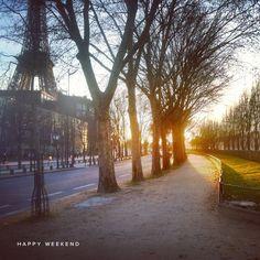 deserted street, flickering sunlight, Eiffel Tower ... simply beautiful
