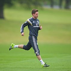 CARDIFF, WALES - Tuesday, June 2, 2015: Wales' Joe Allen during a training session at the Vale of Glamorgan ahead of the UEFA Euro 2016 Qualifying Round Group B match against Belgium. (Pic by David Rawcliffe/Propaganda)