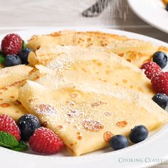 A basic recipe for French crepes. Don't you know how to make simple crepes? This easy recipe is a must know to make the best homemade crepes. You can eat them for breakfast or dessert and choose between a sweet or savory filling. Crepe Recipes, Brunch Recipes, Sweet Recipes, Best Crepe Recipe, Vanilla Crepe Recipe, Crepe Recipe Blender, Crepe Pancake Recipe, Dessert Crepe Recipe, Easy Recipes
