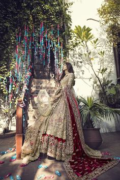 Need a gift ideas for cooks? ✩ Check out this list of creative present ideas for people who are into cooking Sikh Wedding Dress, Asian Wedding Dress Pakistani, Pakistani Bridal Couture, Asian Bridal Dresses, Simple Pakistani Dresses, Indian Wedding Gowns, Pakistani Dress Design, Bridal Outfits, Bridal Gown