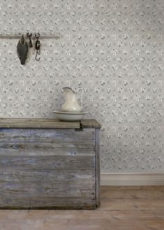 Old Wallpaper, Kitchen Wallpaper, Farmhouse Wallpaper, Inspirational Wallpapers, Scandinavian Style, Entryway Tables, Restoration, Furniture, Home Decor