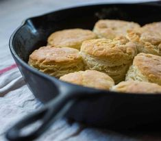 Briggs' Buttermilk Biscuits We often receive photos on social media from Lodge users showing us what they've made in their cast iron cookware. When William Briggs posted a photo of buttermilk biscuits. Best Cast Iron Skillet, Iron Skillet Recipes, Cast Iron Recipes, Skillet Meals, Lodge Skillet, Skillet Cooking, Skillet Chicken, Oven Cooking, Make Ahead Breakfast