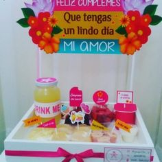 Breakfast sorprise love new Ideas Breakfast For A Crowd, Wooden Gift Boxes, Candy Bouquet, Ideas Para Fiestas, Chocolate Gifts, Party Snacks, Holidays And Events, Boyfriend Gifts, Gift Baskets