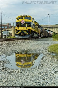NS 1069 Norfolk Southern EMD SD70ACe at Roanoke, Virginia.