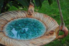 Pítko, krmítko... Šamotová hlína, zdobeno oxidy kovů a přibarveným sklem. Velikost cca 36 cm.