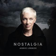 AnnieLennox-Nostalgia. Kommt jetzt die Tage heraus mit lauter Covern. Ich freu' mich darauf.