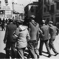 """""""Visita di leva"""" - Via San Faustino - 1937 http://www.bresciavintage.it/brescia-antica/arti-e-mestieri/visita-di-leva-via-san-faustino-1937/"""