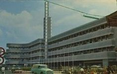 "@Regrann from @sejarah_bandung - ""Hotel Homann te Bandung"" (1960) . Sekarang menjadi Savoy Homann tidak banyak berubah. Hotel ini terkenal di Kota Bandung karena letaknya yg berdekatan dengan gedung Konfrensi Asia Afrika. . Dan juga menjadi saksi bisu dalam peristiwa penting bersejarah diantaranya KAA pd 18-24 April 1955 2005 dan 2015 kemarin. Di hotel inilah tokoh penting menginap saat KAA berlangsung. . Sesuai namanya pemilik penginapan ini awalnya milik keluarga Homann yg berasal dari…"