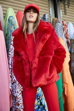 Forever 21 is the authority on fashion & the go-to retailer for the latest trends, styles & the hottest deals. Fur Fashion, Autumn Fashion, Fashion Outfits, Fashion Ideas, Fashion Inspiration, Winter Outfits 2017, Fur Coat Outfit, Red Fur, Red Faux Fur Coat