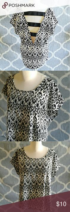 Charlotte Russe black & white strappy back top Sm Charlotte Russe black and white pattern strappy back top size small.  This a looser top made with silky non stretch material.  The straps in the back are thick band elastic and stretchy. Charlotte Russe Tops Blouses