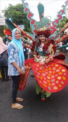 Arak-arakan Pekan Batik Nusantara 2016 Fantasy, Creative, How To Make, Ideas, Mardi Gras, Recycling, Fantasy Movies, Fantasia, Thoughts