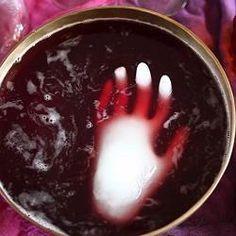 Punch ensorcelé. Recette sur http://allrecipes.fr/recette/14639/punch-ensorcel--d-halloween.aspx?o_is=HS_Image_1