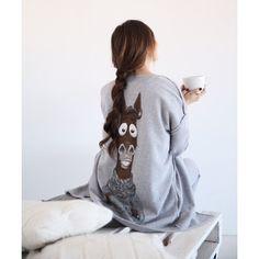 Achers cozy cardigan with horse print on back Grey cardigan, printed back, decorated back, horse print,cozy cardigan  #achers#cardigan#horse#grey#maxicardigan#greycardigan