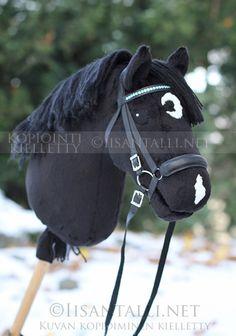 Iisan tallin blogi Stick Horses, Horse Pattern, Hobby Horse, Horse Crafts, Horse Stalls, Horse Photos, Stables, Sport, Riding Helmets