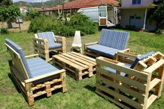 These awesome wooden pallet ideas will able you to craft many long-lasting furniture products that is beautiful as well as inexpensive in comparison to other wooden products available at high-rates in all furniture markets. Pallet Furniture Designs, Pallet Garden Furniture, Outdoor Furniture Plans, Pallets Garden, Furniture Projects, Pallet Gardening, Diy Furniture, Urban Gardening, Recycled Furniture