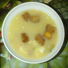 sopa de picadillo (caldo con pollo, jamón, huevo cocido, picatostes y hierbabuena)